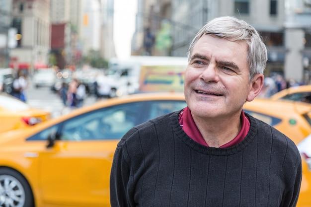 Porträt des älteren mannes in new york