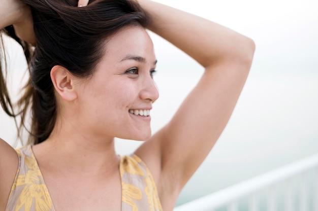 Porträt des asiatischen jungen weiblichen modells