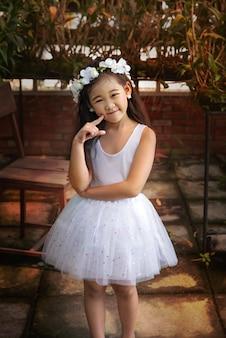 Porträt des asiatischen kleinen mädchens
