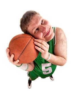 Porträt des basketballspielers mit ball