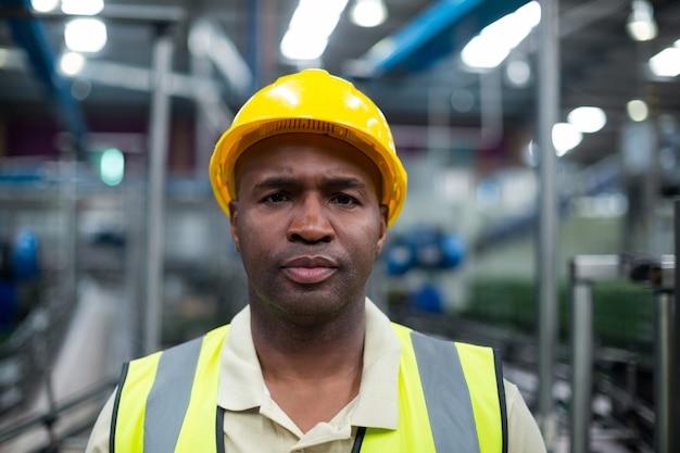 Porträt des fabrikarbeiters