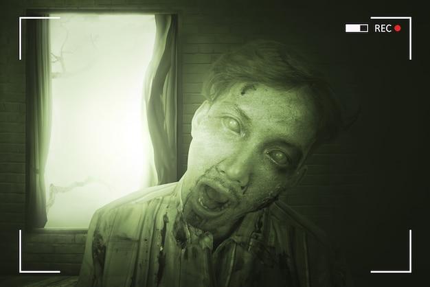 Porträt des furchtsamen asiatischen zombiemannes mit verletztem gesicht