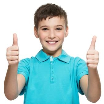 Porträt des glücklichen jugendlich jungen, der daumen hoch geste zeigt
