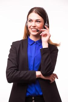 Porträt des glücklichen lächelnden fröhlichen support-telefonisten im headset, lokalisiert auf weißer wand