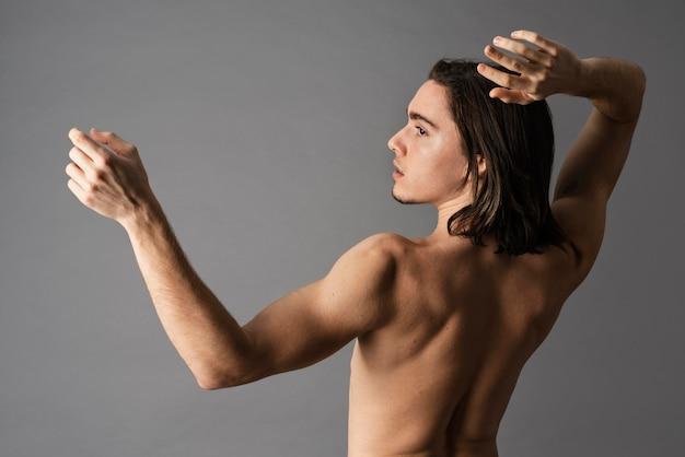 Porträt des hemdlosen mannes