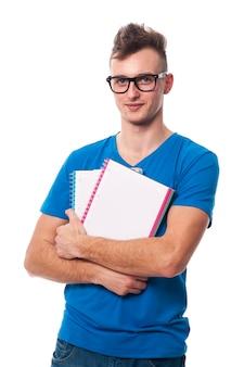 Porträt des hübschen universitätsstudenten