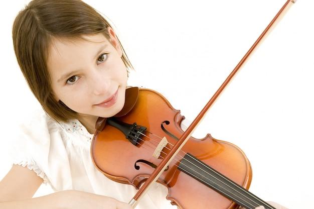 Porträt des jungen mädchens mit violine