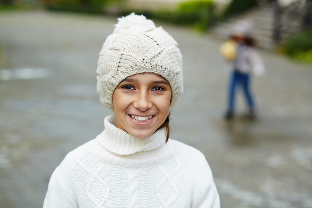 Porträt des lächelnden teenagers