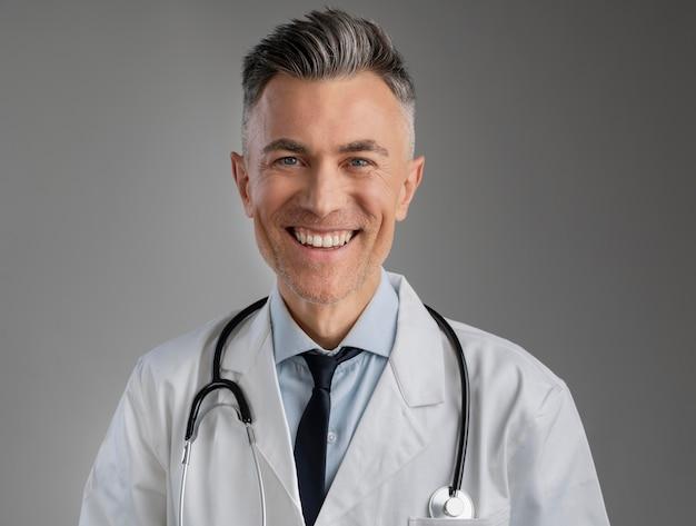 Porträt des männlichen gesundheitspersonals