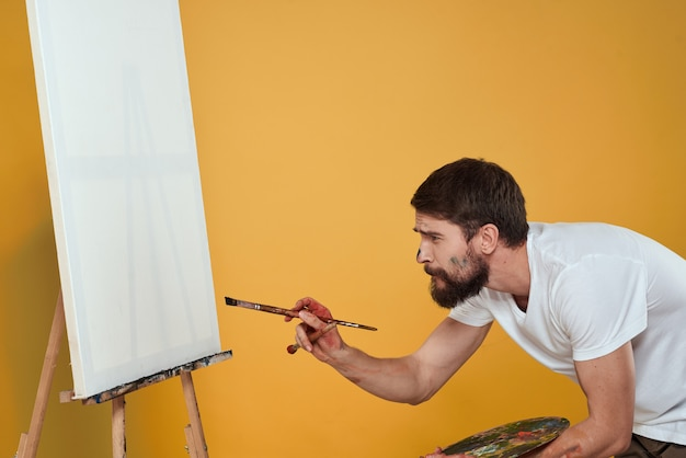 Porträt des männlichen künstlers