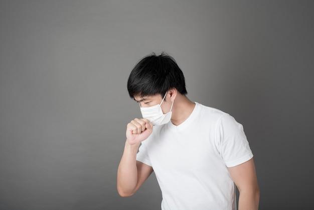 Porträt des mannes mit der chirurgischen maske, gesundheitskonzept