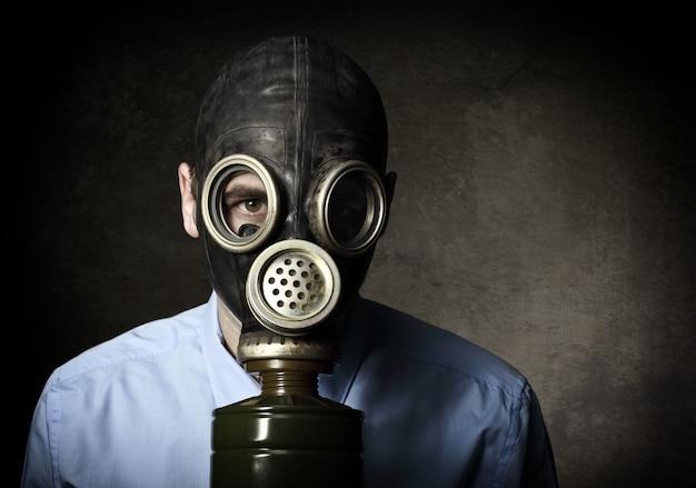 Porträt des mannes mit maske