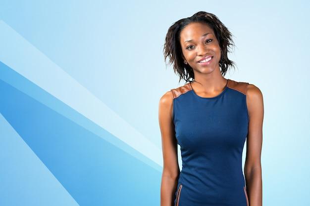 Porträt des schönen afroamerikanergeschäftsfraulächelns