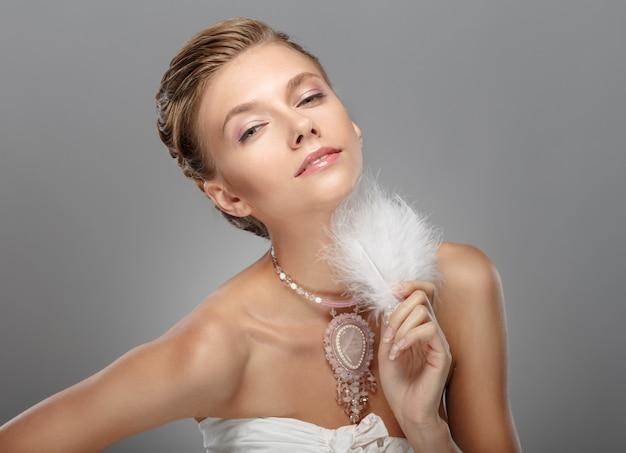 Porträt des schönen frauenhochzeitsmodells