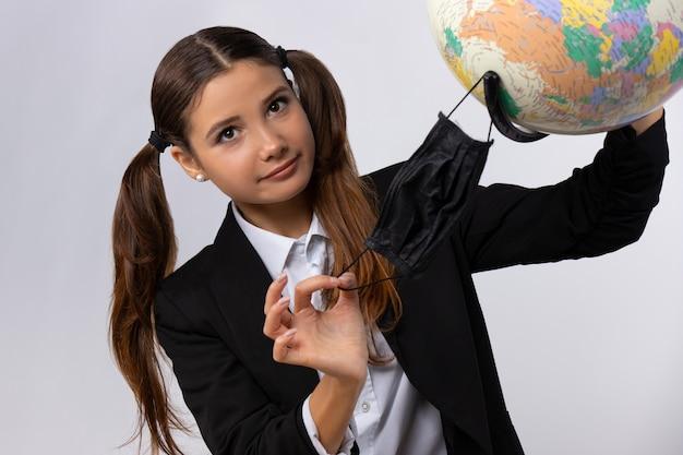 Porträt des schönen jungen studenten isoliert