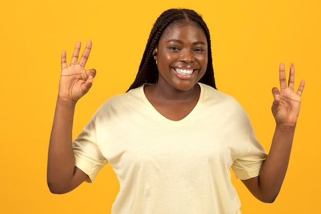 Porträt einer ausdrucksstarken afroamerikanischen frau