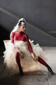 Porträt einer fabelhaften drag queen posiert