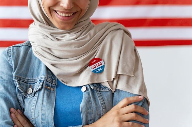 Porträt einer frau am tag der wählerregistrierung