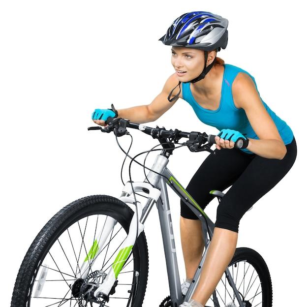 Porträt einer frau auf einem mountainbike