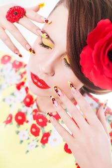 Porträt einer frau mit roten lippen