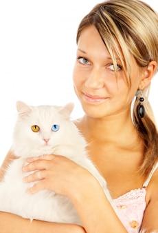 Porträt einer frau und einer katze mit bunten augen