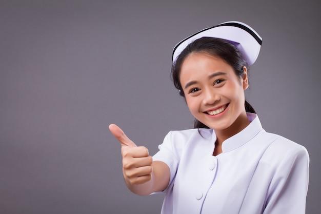 Porträt einer freundlichen lächelnden krankenschwester