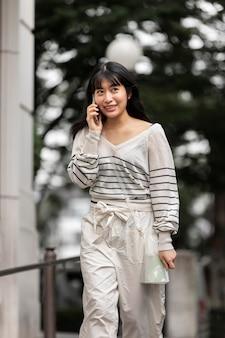 Porträt einer jungen asiatischen person