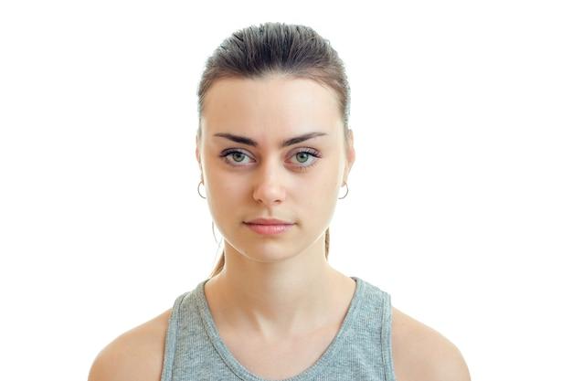 Porträt einer jungen frau mit schönem make-up