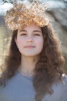 Porträt einer jungen kaukasischen frau.