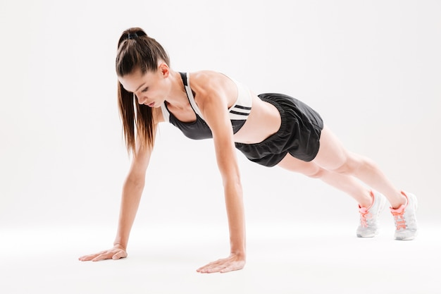 Porträt einer konzentrierten fitnessfrau