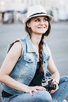 Porträt einer lächelnden touristischen mädchen
