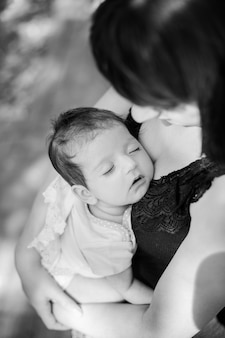 Porträt einer mutter mit ihrem baby