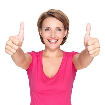 Porträt einer schönen erwachsenen glücklichen frau mit daumen hoch zeichen über leerraum