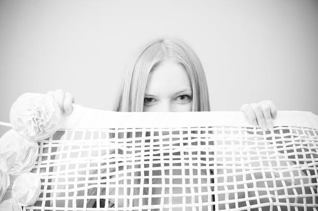 Porträt einer schönen jungen frau. schwarz-weiß-fotografie