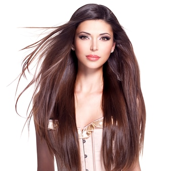Porträt einer schönen weißen hübschen frau mit langen glatten haaren