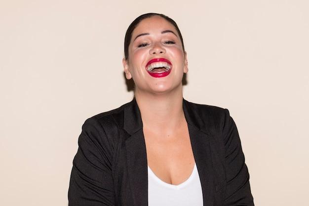 Porträt einer smiley-frau