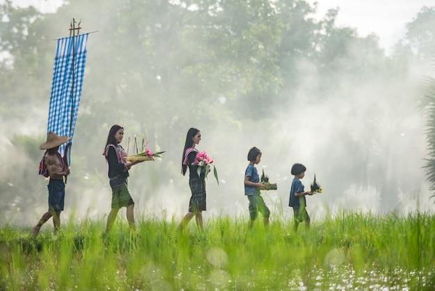 Porträt einer thailändischen frau. in typischer e-san tracht, identitätskultur thailands