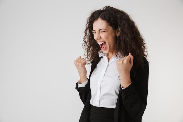 Porträt einer wütenden jungen geschäftsfrau