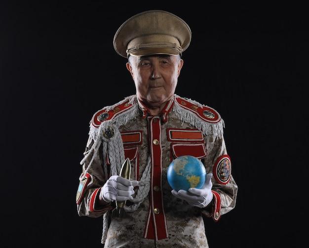 Porträt eines alten generaldiktators