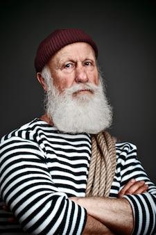 Porträt eines alten mannes mit einem weißen bart