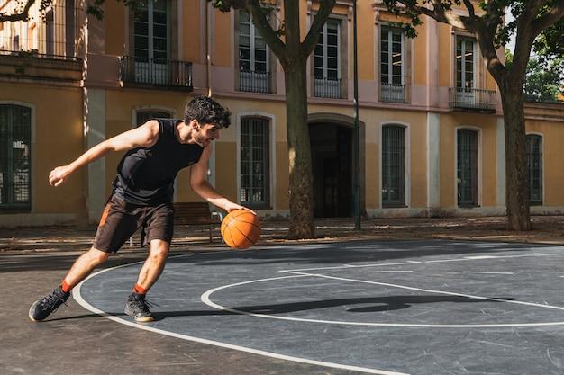 Porträt eines basketballspielers