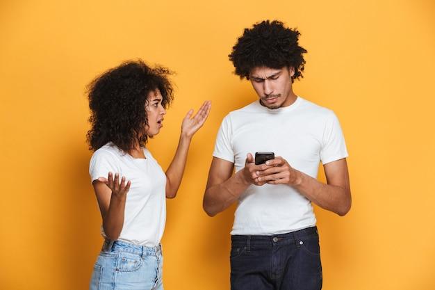 Porträt eines frustrierten jungen afroamerikanischen paares