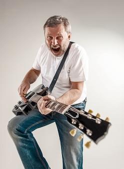 Porträt eines gitarristen