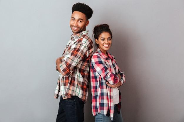 Porträt eines glücklichen jungen afrikanischen paares