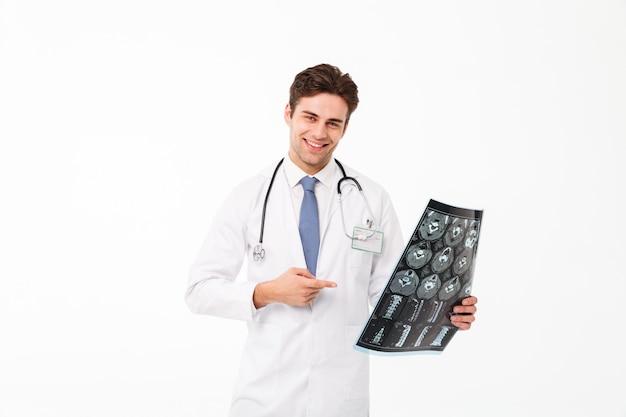 Porträt eines glücklichen jungen männlichen doktors