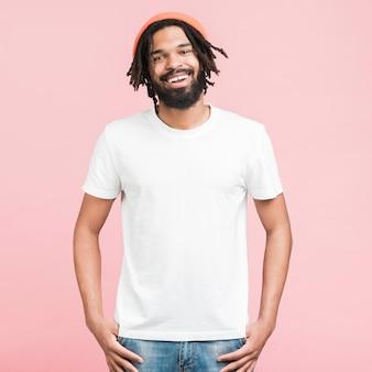 Porträt eines glücklichen mannes