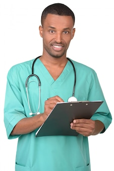 Porträt eines jungen afrikanischen männlichen doktors.