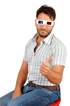 Porträt eines jungen mannes, der 3d brille trägt