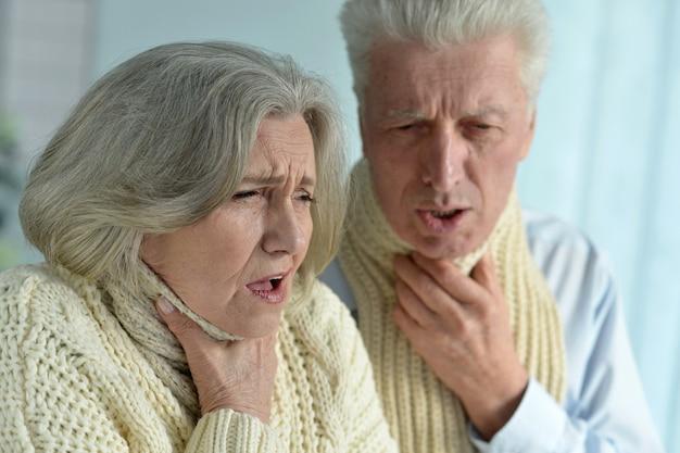 Porträt eines kranken seniorenpaares hautnah