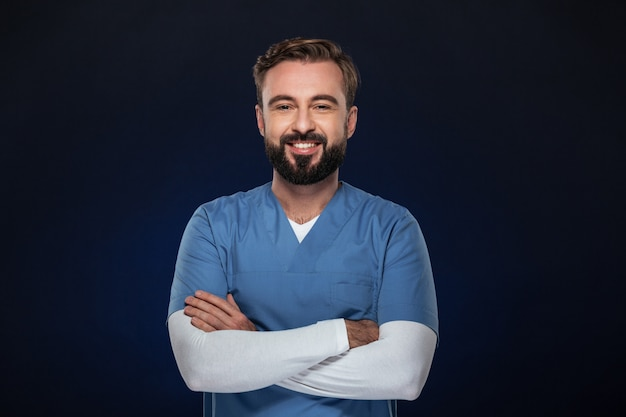 Porträt eines lächelnden männlichen doktors